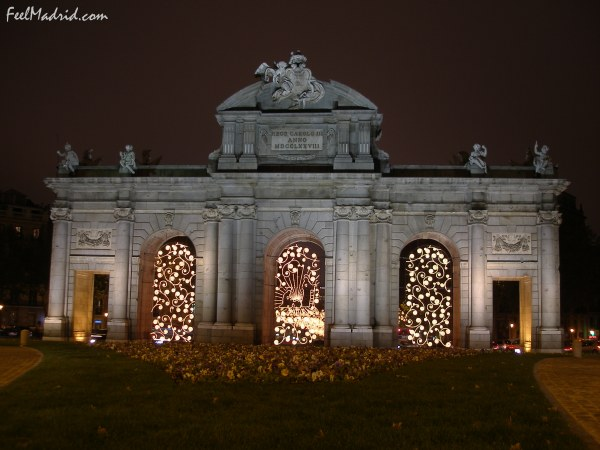 Puerta de Alcalá decorated for Christmas